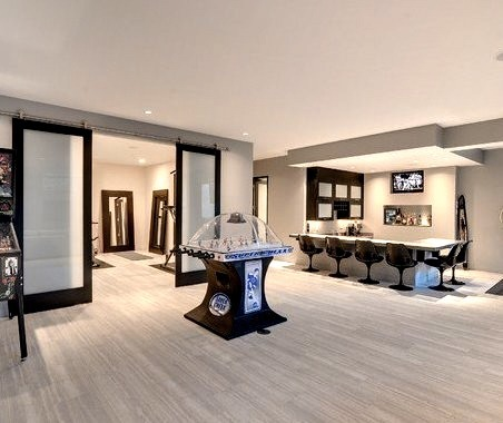 Low Level Entertaining Space